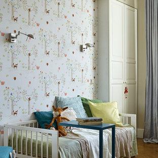 Новые идеи обустройства дома: детская в стиле современная классика с спальным местом, бежевыми стенами, паркетным полом среднего тона и коричневым полом