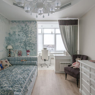 На фото: детская в стиле современная классика с спальным местом, светлым паркетным полом, бежевым полом и синими стенами для девочки с