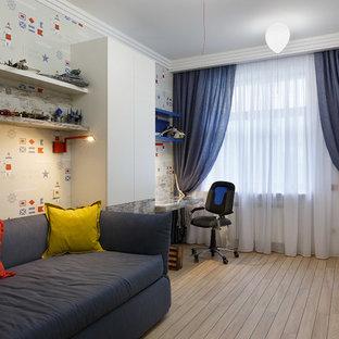 Idee per una cameretta per bambini stile marinaro di medie dimensioni con pareti multicolore, pavimento in laminato e pavimento beige
