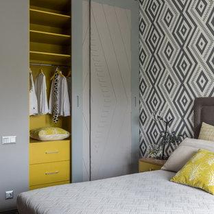 Стильный дизайн: нейтральная детская в современном стиле с спальным местом и разноцветными стенами - последний тренд