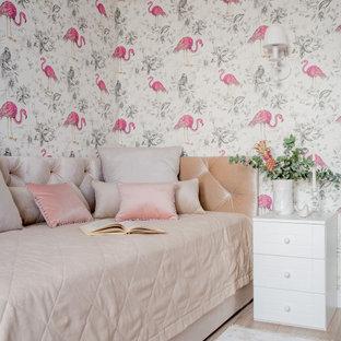 На фото: детская среднего размера в стиле неоклассика (современная классика) с спальным местом, разноцветными стенами, бежевым полом и обоями на стенах для подростка, девочки с