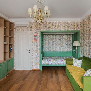 Стильный дизайн: детская в классическом стиле с спальным местом, разноцветными стенами, паркетным полом среднего тона и коричневым полом для девочки - последний тренд