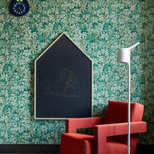 Пример оригинального дизайна: детская в современном стиле с зелеными стенами и темным паркетным полом