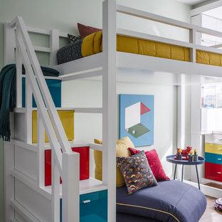 На фото: нейтральная детская в современном стиле с спальным местом, серыми стенами, коричневым полом и паркетным полом среднего тона для ребенка от 4 до 10 лет с