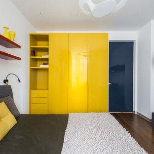 На фото: детская в современном стиле с спальным местом, белыми стенами, паркетным полом среднего тона и коричневым полом для подростка