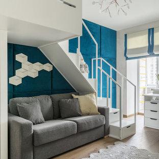 Идея дизайна: детская в современном стиле с спальным местом, синими стенами, паркетным полом среднего тона и коричневым полом для мальчика