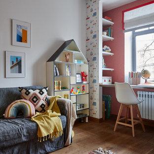 Идея дизайна: нейтральная детская в стиле лофт с спальным местом, белыми стенами, паркетным полом среднего тона, коричневым полом и обоями на стенах