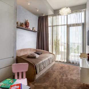 Пример оригинального дизайна: детская в современном стиле с спальным местом, ковровым покрытием и коричневым полом для девочки