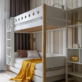 Идея дизайна: большая нейтральная детская в современном стиле с спальным местом, серыми стенами, светлым паркетным полом и бежевым полом для подростка