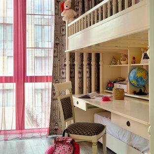 Неиссякаемый источник вдохновения для домашнего уюта: детская в стиле современная классика с рабочим местом, паркетным полом среднего тона и коричневым полом для девочки