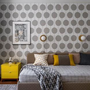 Стильный дизайн: детская среднего размера в стиле современная классика с спальным местом, серыми стенами, темным паркетным полом и коричневым полом для мальчика, подростка - последний тренд