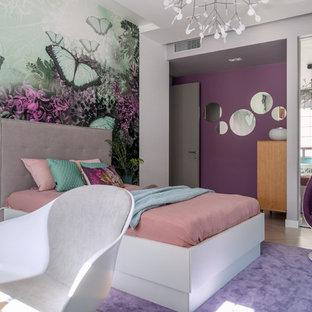 Новые идеи обустройства дома: детская в современном стиле с спальным местом, разноцветными стенами, светлым паркетным полом и бежевым полом для девочки