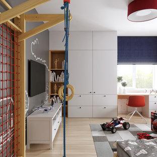 Ejemplo de dormitorio infantil de 4 a 10 años, actual, de tamaño medio, con suelo de madera clara, suelo beige y paredes multicolor