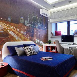 Идея дизайна: детская среднего размера в современном стиле с разноцветными стенами, светлым паркетным полом и спальным местом для подростка, девочки