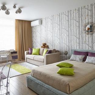 Неиссякаемый источник вдохновения для домашнего уюта: детская в современном стиле с спальным местом, серыми стенами, паркетным полом среднего тона и коричневым полом для ребенка от 4 до 10 лет, девочки