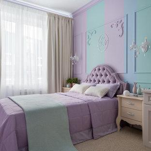 Новый формат декора квартиры: детская среднего размера в современном стиле с спальным местом, ковровым покрытием, бежевым полом и разноцветными стенами для ребенка от 4 до 10 лет, девочки