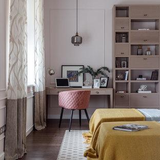 Свежая идея для дизайна: детская в современном стиле с розовыми стенами, темным паркетным полом и коричневым полом - отличное фото интерьера