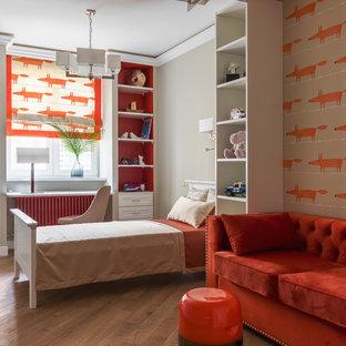На фото: нейтральная детская в стиле современная классика с оранжевыми стенами, паркетным полом среднего тона и коричневым полом с