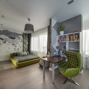 Идея дизайна: большая детская в современном стиле с спальным местом, серыми стенами и коричневым полом для подростка, мальчика