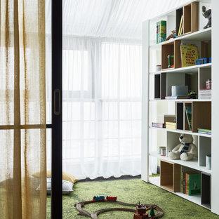 На фото: детская с игровой в современном стиле с ковровым покрытием и зеленым полом для мальчика, ребенка от 1 до 3 лет