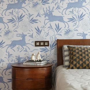 Ejemplo de dormitorio infantil vintage, de tamaño medio, con suelo de madera oscura, suelo marrón y paredes azules