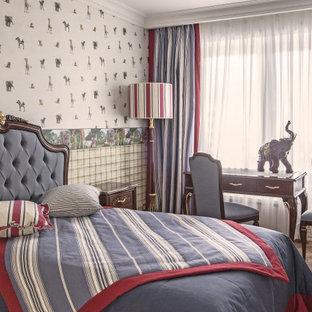 Идея дизайна: детская среднего размера в викторианском стиле с спальным местом, разноцветными стенами и коричневым полом для подростка, мальчика