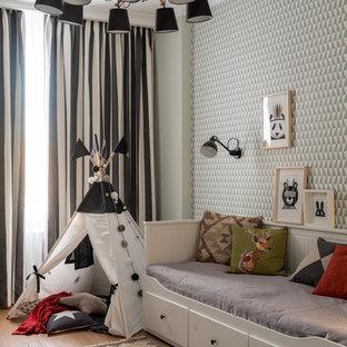 На фото: нейтральная детская в скандинавском стиле с спальным местом, паркетным полом среднего тона и коричневым полом