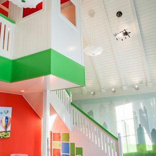 Новый формат декора квартиры: огромная нейтральная детская с игровой в современном стиле с разноцветными стенами, паркетным полом среднего тона и коричневым полом для ребенка от 4 до 10 лет