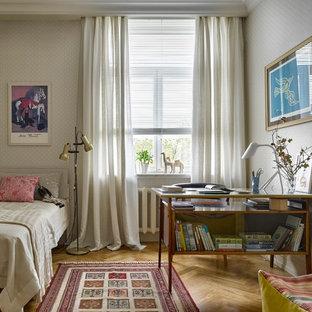 На фото: детская в стиле ретро с спальным местом, бежевыми стенами и паркетным полом среднего тона для подростка