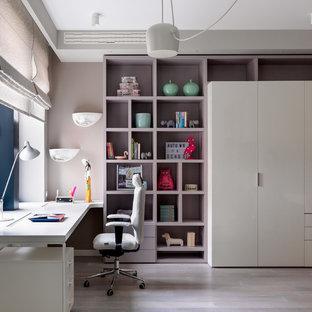 Источник вдохновения для домашнего уюта: детская в современном стиле с рабочим местом и светлым паркетным полом для подростка, девочки
