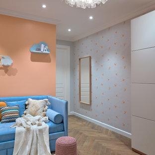 На фото: детские в современном стиле с оранжевыми стенами для девочки