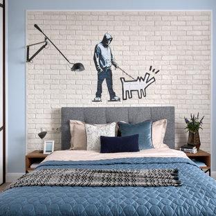 На фото: детская в современном стиле с спальным местом, синими стенами, паркетным полом среднего тона, бежевым полом и кирпичными стенами для мальчика, подростка с