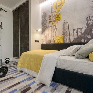 Cette image montre une chambre d'enfant bohème avec un mur gris et un sol en liège.