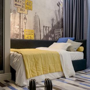 Ejemplo de dormitorio infantil bohemio con paredes grises y suelo de corcho