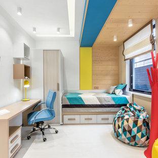Свежая идея для дизайна: детская в современном стиле с белым полом и белыми стенами для подростка, мальчика - отличное фото интерьера