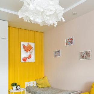 Идея дизайна: детская среднего размера в современном стиле с спальным местом, желтыми стенами, полом из ламината и белым полом для ребенка от 4 до 10 лет, девочки