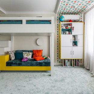 На фото: детские в современном стиле с спальным местом, разноцветными стенами, ковровым покрытием и серым полом для девочки