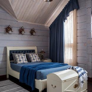 Идея дизайна: детская в морском стиле с синими стенами, темным паркетным полом, коричневым полом и спальным местом для мальчика