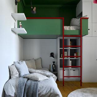 На фото: нейтральная детская в современном стиле с спальным местом, белыми стенами, паркетным полом среднего тона и коричневым полом с