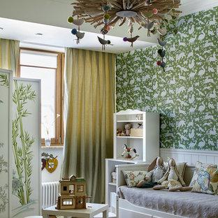 На фото: нейтральная детская в стиле современная классика с зелеными стенами, паркетным полом среднего тона, коричневым полом и спальным местом для ребенка от 4 до 10 лет с
