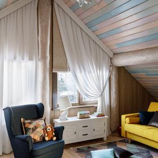 Immagine di una stanza dei giochi da 4 a 10 anni country con soffitto in perlinato e pareti in perlinato