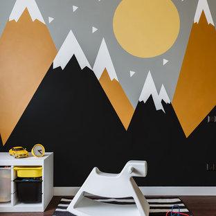 Стильный дизайн: детская с игровой среднего размера в современном стиле с разноцветными стенами и темным паркетным полом для ребенка от 1 до 3 лет, мальчика - последний тренд