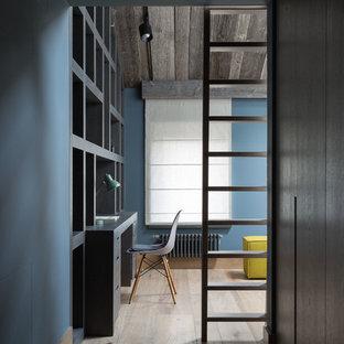 Inspiration för stora industriella pojkrum, med blå väggar