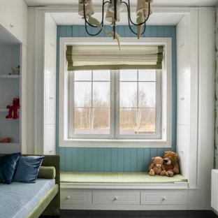 Стильный дизайн: нейтральная детская в стиле современная классика с спальным местом, синими стенами, стенами из вагонки и обоями на стенах для ребенка от 4 до 10 лет - последний тренд