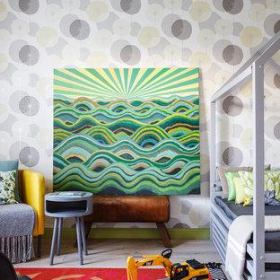 Свежая идея для дизайна: детская в скандинавском стиле с спальным местом, разноцветными стенами, светлым паркетным полом и бежевым полом для мальчика - отличное фото интерьера