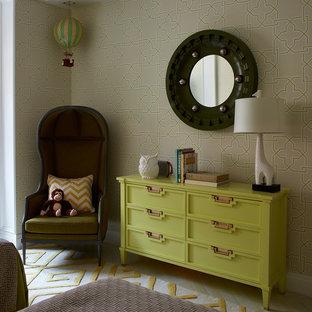 Imagen de dormitorio infantil de 4 a 10 años, contemporáneo, con moqueta y suelo amarillo