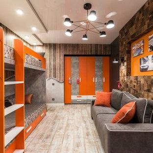 Cette photo montre une chambre d'enfant tendance avec un sol en liège et un sol beige.