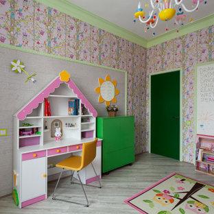 Стильный дизайн: детская в стиле фьюжн с спальным местом, разноцветными стенами и серым полом для девочки - последний тренд