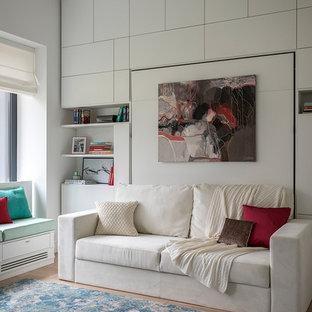 Новые идеи обустройства дома: детская в современном стиле с спальным местом, белыми стенами и паркетным полом среднего тона для подростка, девочки