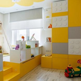 На фото: нейтральная детская с игровой в современном стиле с светлым паркетным полом, бежевым полом и разноцветными стенами для ребенка от 1 до 3 лет с